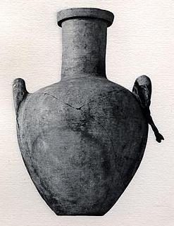 כד עתיק עם שמן מורינגה שנמצא במערות קבורה מתקופת המלך תות